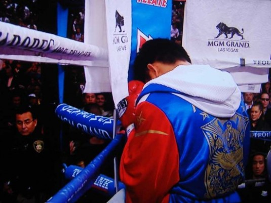 pacquiao-praying-small_387180305